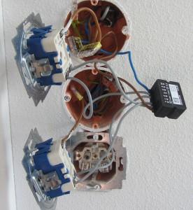 Vier Taster sind über eine 4-fach-Klemme mit dem dS-Server verbunden. Bild