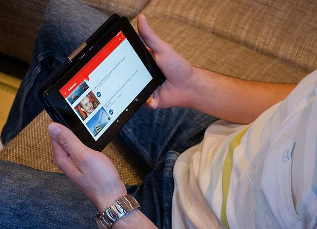 Die junge Generation ist es gewöhnt, unabhängig von Zeit und Ort bewegte Inhalte zu konsumieren. Bild: USA-Reiseblogger/pixabay.com