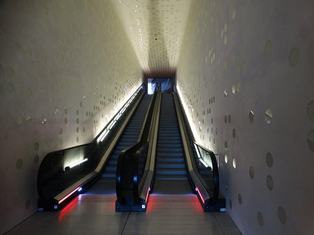 Rolltreppe mit Design - Bild: Dirk Beyer vom Ingenieurbüro Beyer – Gebäudesystemtechnik