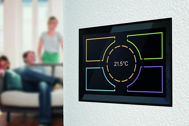 Über KNX Touchpanels lässt sich gewerk-übergreifend die AV- und Gebäudetechnik bedienen. Bild: tci ambiento