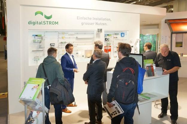 Der Stand von Digitalstrom war immer gut besucht. Bild: tci GmbH
